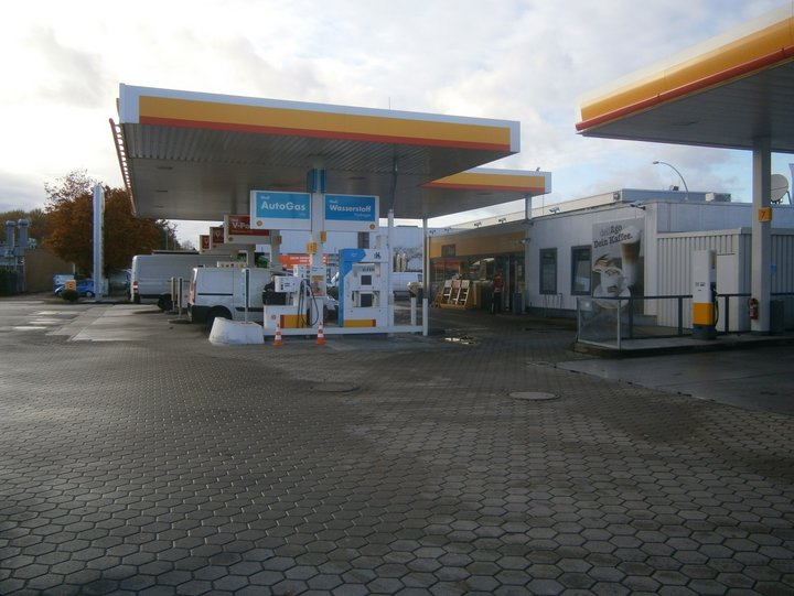 Hydrogen refuelling station in Hamburg © LBST 2017